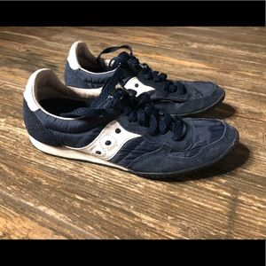 Saucony low profile sneakers. Navy blue & white
